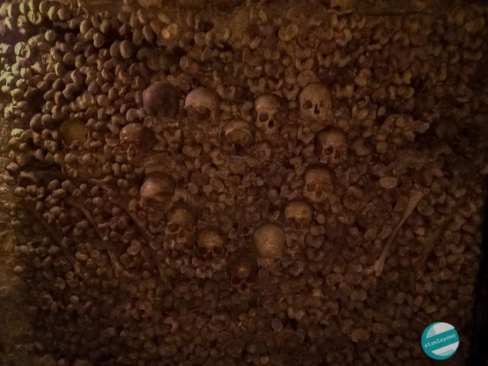 Katakumby paryskie (Les catacombes de Paris)