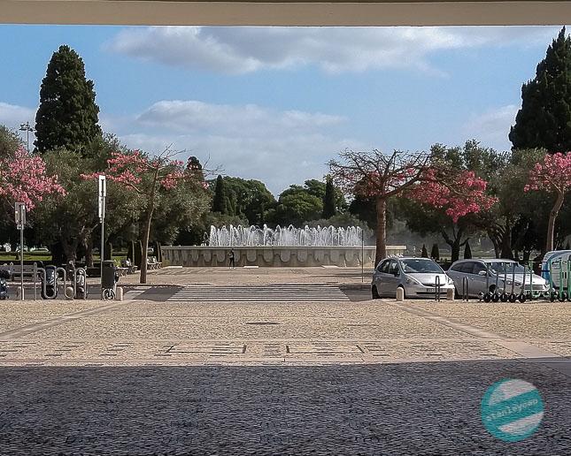 Klimatyczna Lizbona - fontanna w Belem